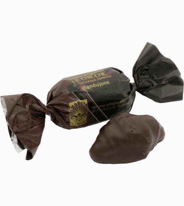 Torrone tradizionale friabile gianduione ricoperto di cioccolato fondente